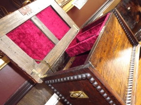 ....inside the fab leather-topped oak chest!